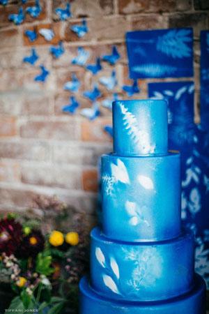 Boho Wedding Cake with Botanical details | photo by Tiffani Jones
