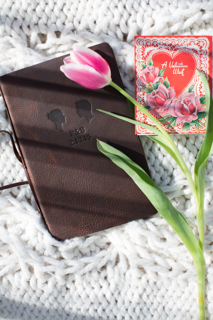 Rustic Leather Vow Book Photo by : Paige Molina